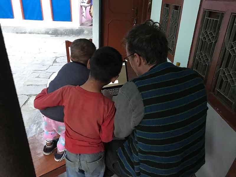 DIVERSUS Nepal Kinder3